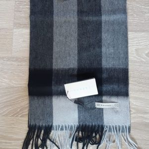 BURBERRY WOMENS SCARF %100 CASHMERE NWT CASUAL